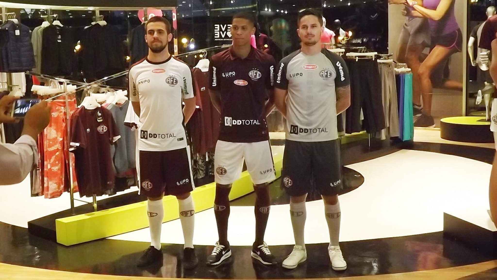 Ferroviária apresenta oficialmente novo uniforme